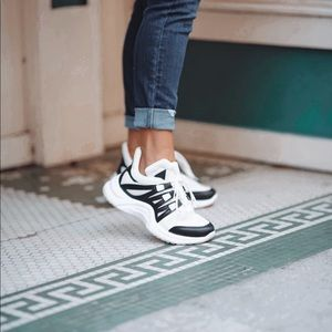 Arch Sneakers 👟